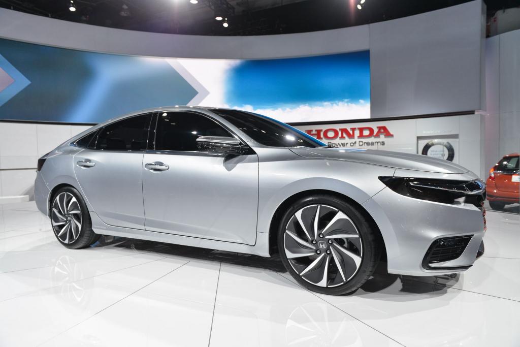 Honda Civic Hybrid сбоку