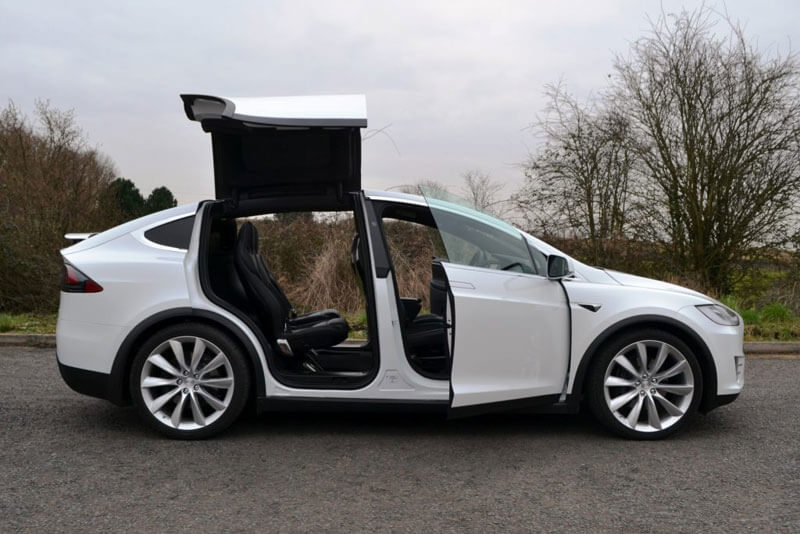 Tesla Model X двери