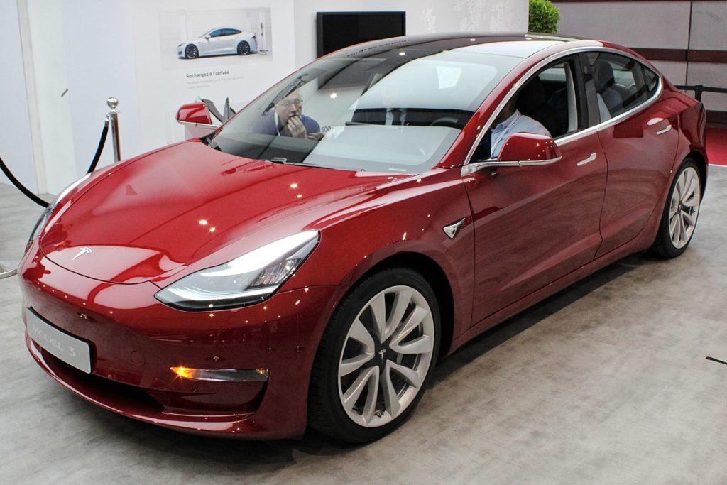 Tesla Model 3 экстерьер