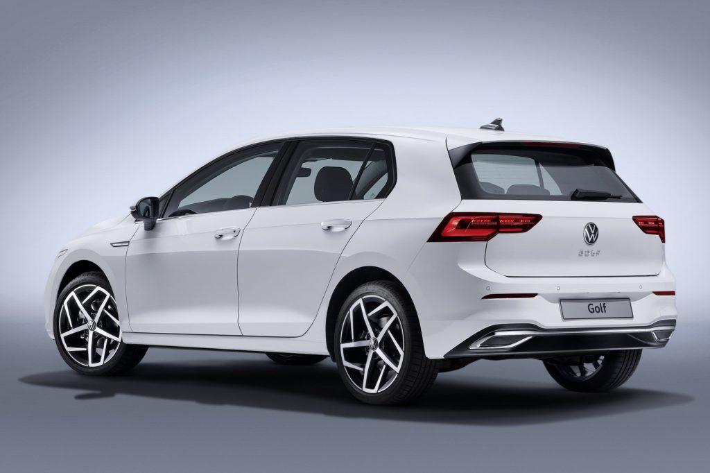 Volkswagen Golf 8 вид сзади