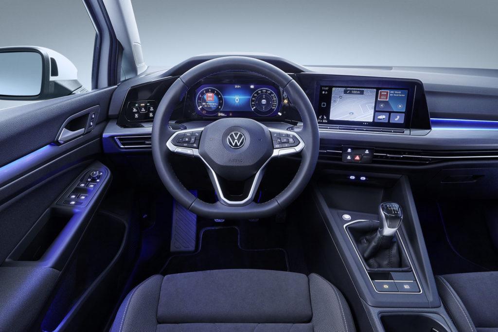 Volkswagen Golf 8 интерьер